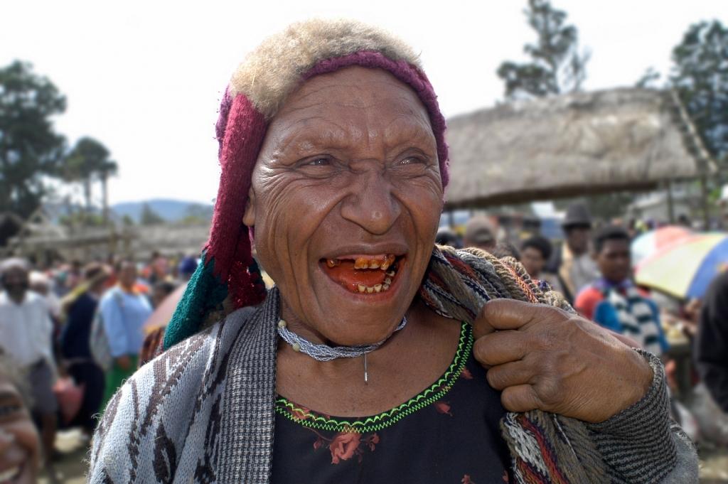 PNG-Woman-In-Market.jpg